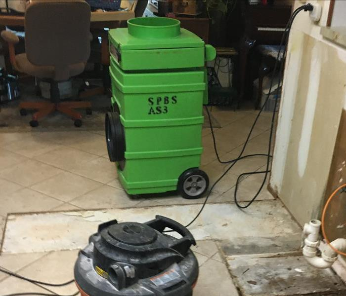 Green air scrubber in a dining room