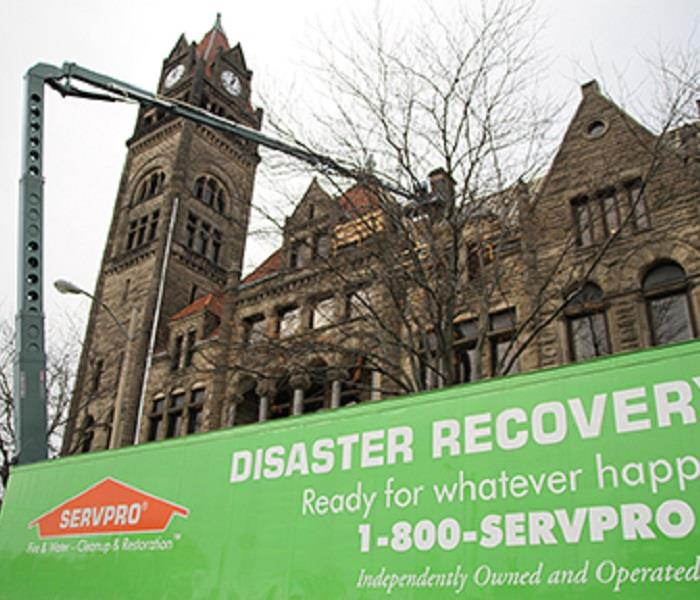 SERVPRO Disaster Recovery working on large commercial building
